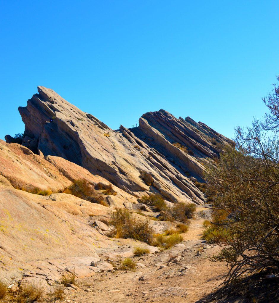Vasquez-rocks-desert-941x1024